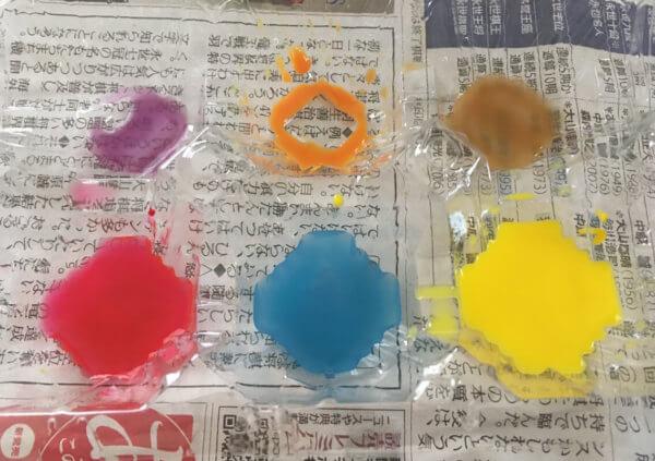 色水遊び オレンジと紫を作る